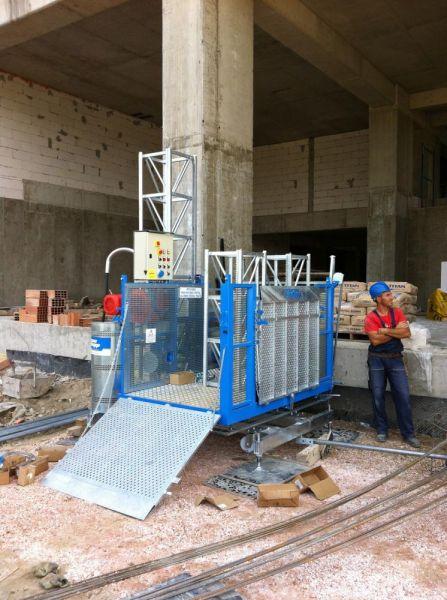 Мачтовый рабочий грузоподъемник МТ-1500, высота подъема 100 м
